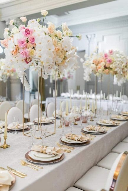 Los tonos dorados y salmón son protagonistas en estas mesas. Tonos delicados y muy sutiles.