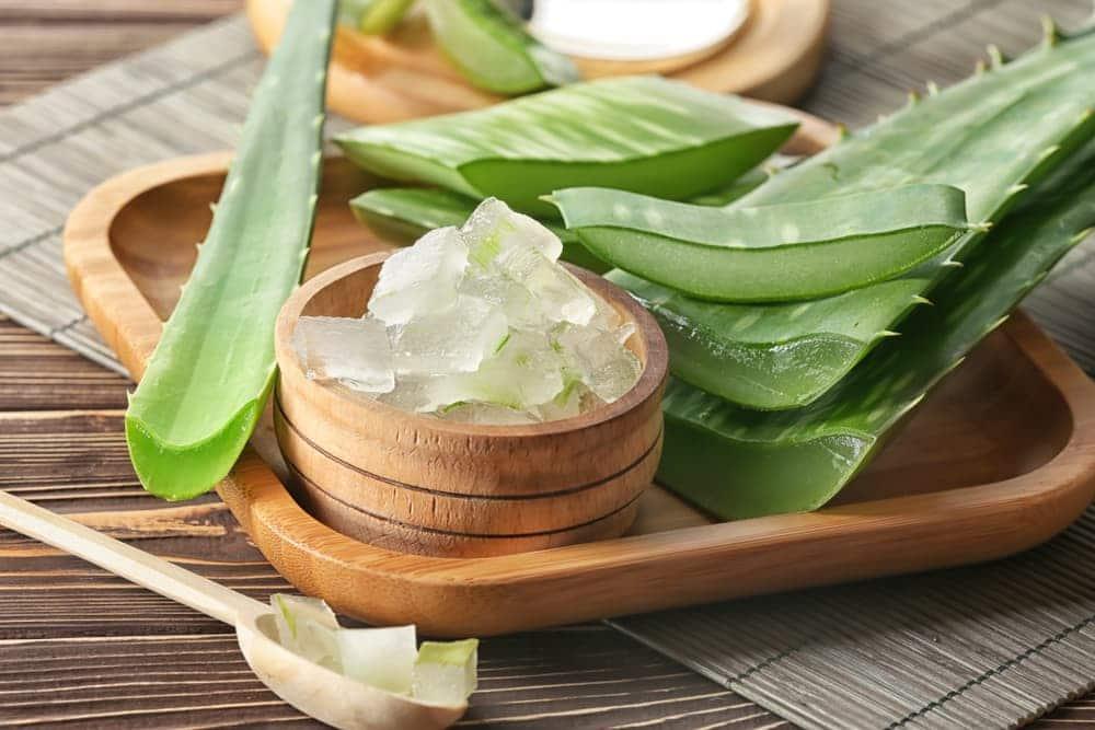 Entre los mejores productos naturales para cuidar el contorno de ojos está el Aloe Vera