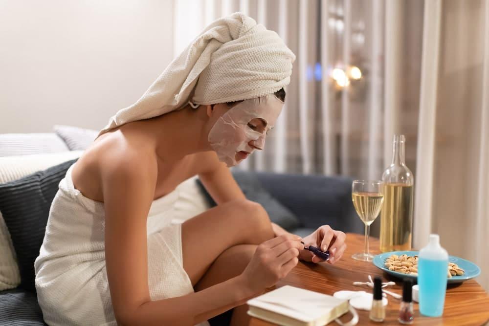 Reserva una hora a la semana para hacerte la manicure. Es parte de la rutina de belleza que una mujer moderna y empoderada debe seguir.