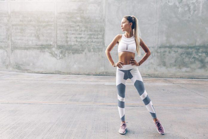 Una ropa de ejercicio que se adapte bien a tu figura te mantiene motivada y con la autoestima alta.