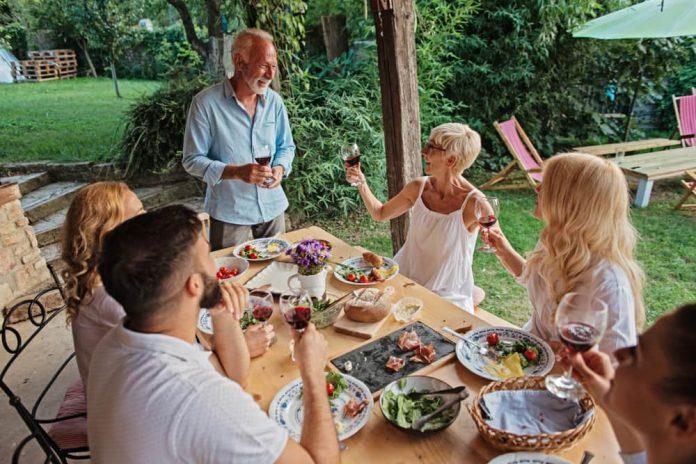 Está demostrado que socializar impacta positivamente la vida de las personas.