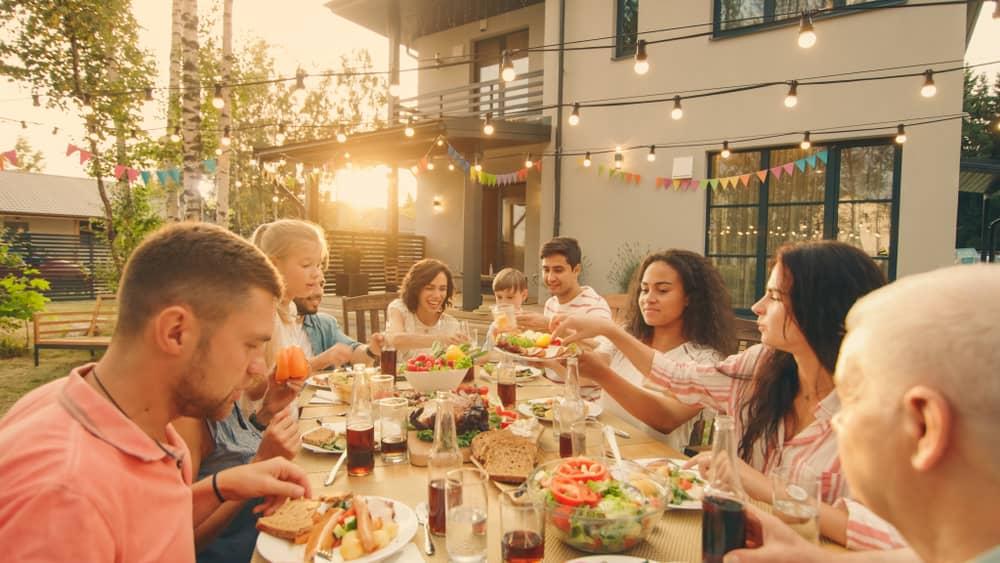 Las relaciones familiares felices, donde cada miembro hace su mejor esfuerzo para mantener una comunicación positiva, incide en el bienestar y en la felicidad de todo el grupo familiar.