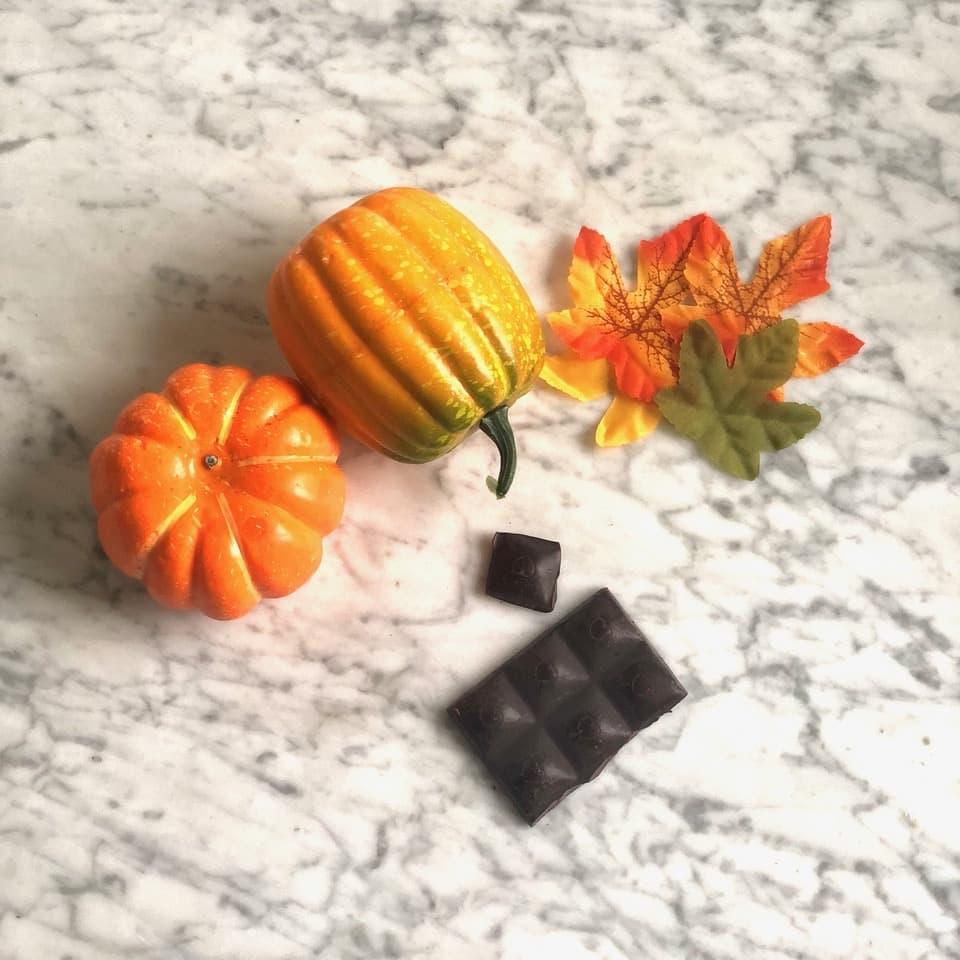 Para tener una buena alimentación evita el azúcar procesada y consume chocolate negro sin azúcar añadida