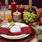 La decoración de mesa para Thanksgiving merece especial atención. Usa tonos burgundy, mostazas y verdes oliva para celebrar junto a tus seres queridos la gratitud de estar juntos..