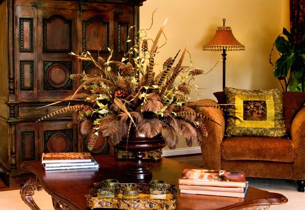 Tonos tierra, mostaza, verdoso y uva son los ideales para la decoración de Acción de Gracias. Prepara tu hogar con detalles que evoquen la tradición.