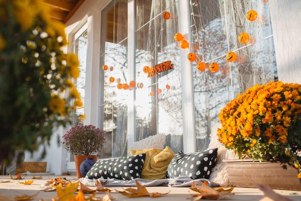 La decoración de acción de gracias se destaca por los colores de otoño. El naranja es un tono que nunca puede faltar en esta festividad.