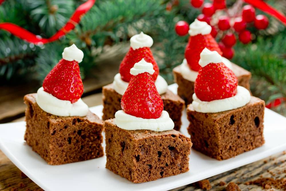 """Los brownies son un """"Must"""" en la celebración de navidad. Prepara tus postres navideños de forma saludable para que no sumen más kilos a los que ganamos en las fiestas decembrinas."""