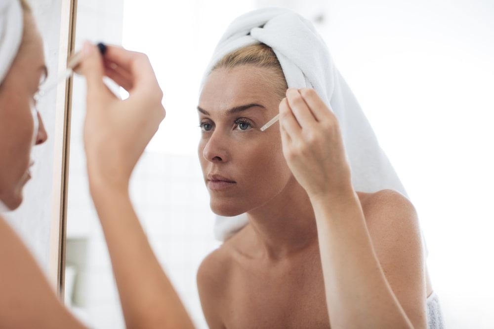 Poderosas razones para incluir un suero para la cara dentro de tu rutina de belleza.