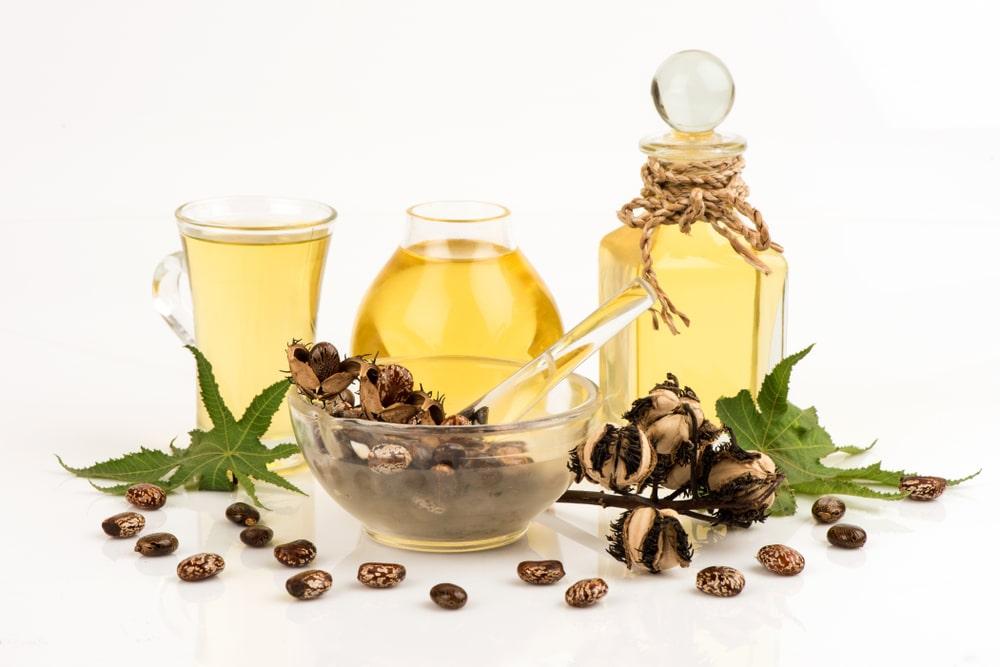 El aceite de ricino es uno de los secretod de belleza natural más usado por nuestras abuelas. Es ideal para devolver el brillo y la hidratación a la piel y al cabello.