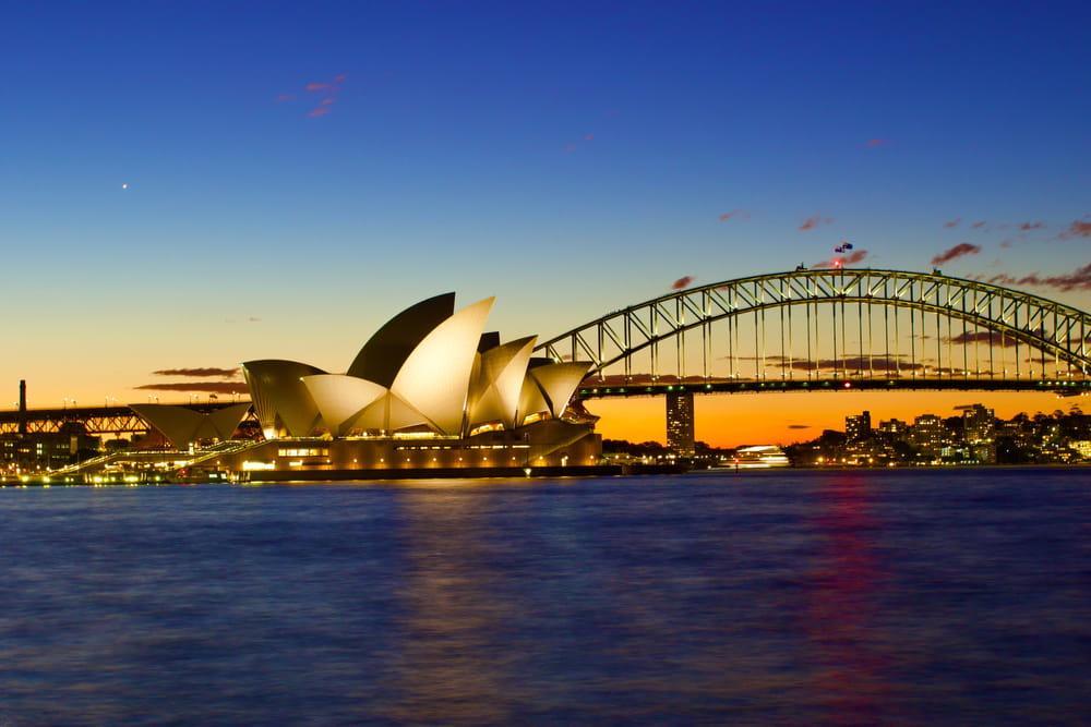 En Circular Quay en Sidney, Australia, se encuentra una de las obras arquitectónicas más bellas.La casa de la opera, declarada como patrimonio por la Unesco.