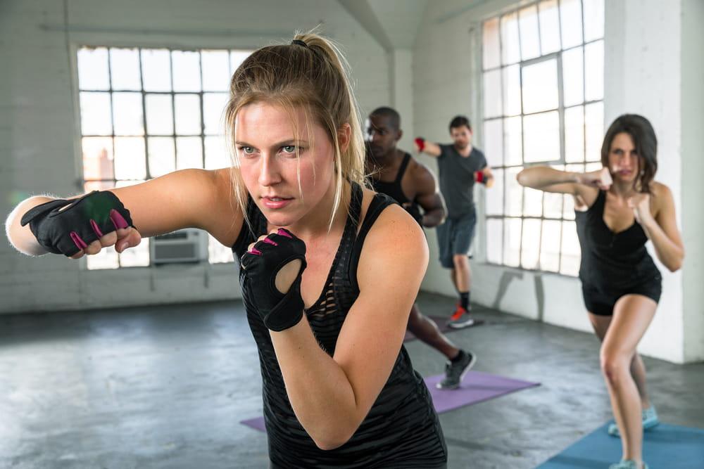 El fitness bootcamp es un entrenamiento de alta intensidad inspirada en los entrenamientos militares para perder peso y tonificar el cuerpo.