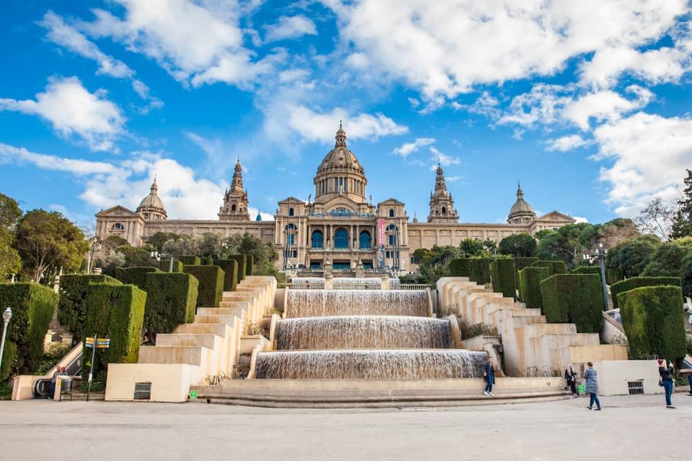 En el museo de Arte de Cataluña hay mucho que admirar. Allí se encuentra la colección de pintura mural románica más grande del mundo.