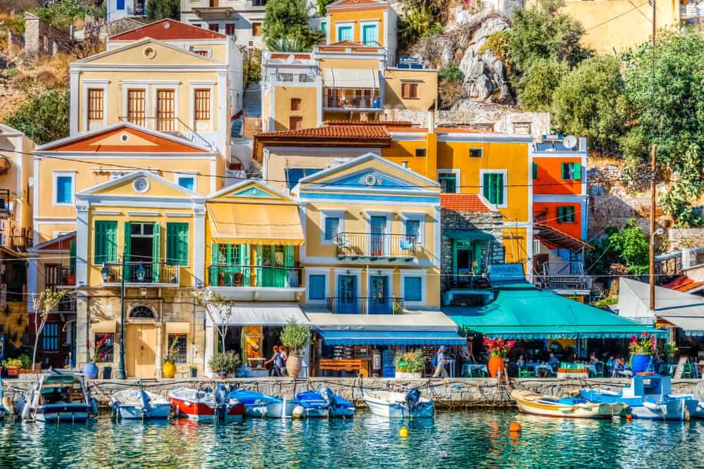 Las islas griegas son conocidas por sus colores mediterráneos. Cada una de sus edificaciones tiene una historia por contar. Este es el viaje ideal si buscas descansar y desconectarte del ruido de las grandes ciudades.
