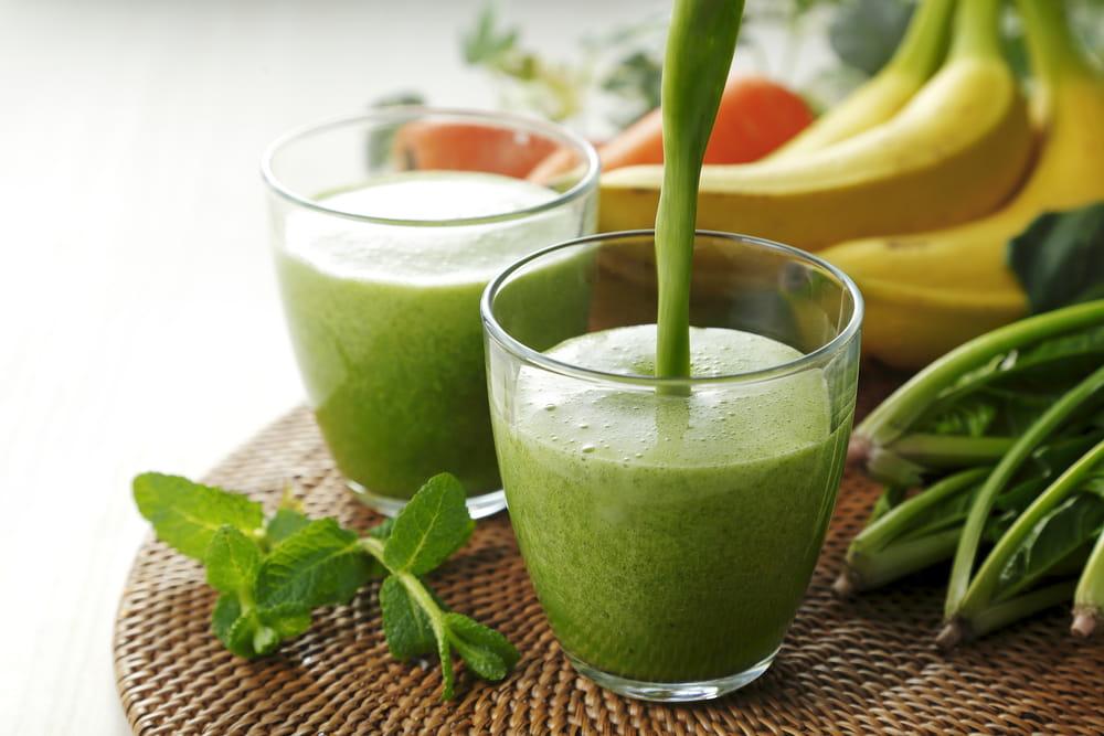 Haz probado los batidos verdes para comenzar mejor el día? Ellos están llenos de antioxidantes y cantidad de vitaminas y minerales para mantener tu sistema inmune alto entre otros beneficios.